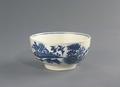 Porslin. Vit skål med blå dekor - Hallwylska museet - 89106.tif