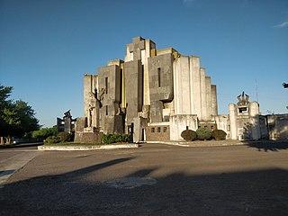 Portal del cementerio de Azul.jpg