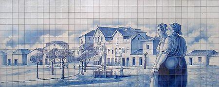 Fotografia do painel de azulejos da pra�a de Jos� da Costa, Oliveira de Azem�is, Portugal.