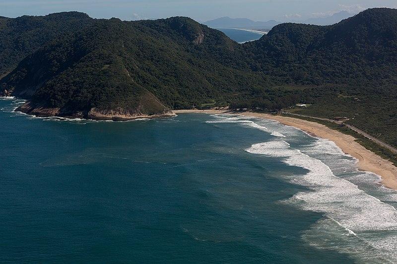 praia escondida no Rio de Janeiro
