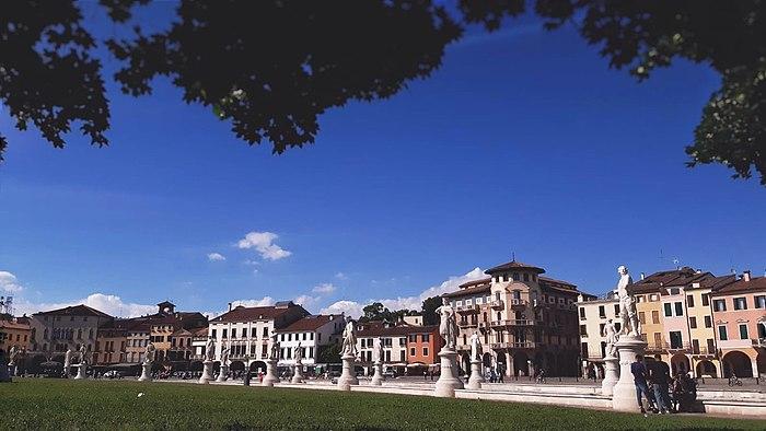 Prato della Valle (lato).jpg