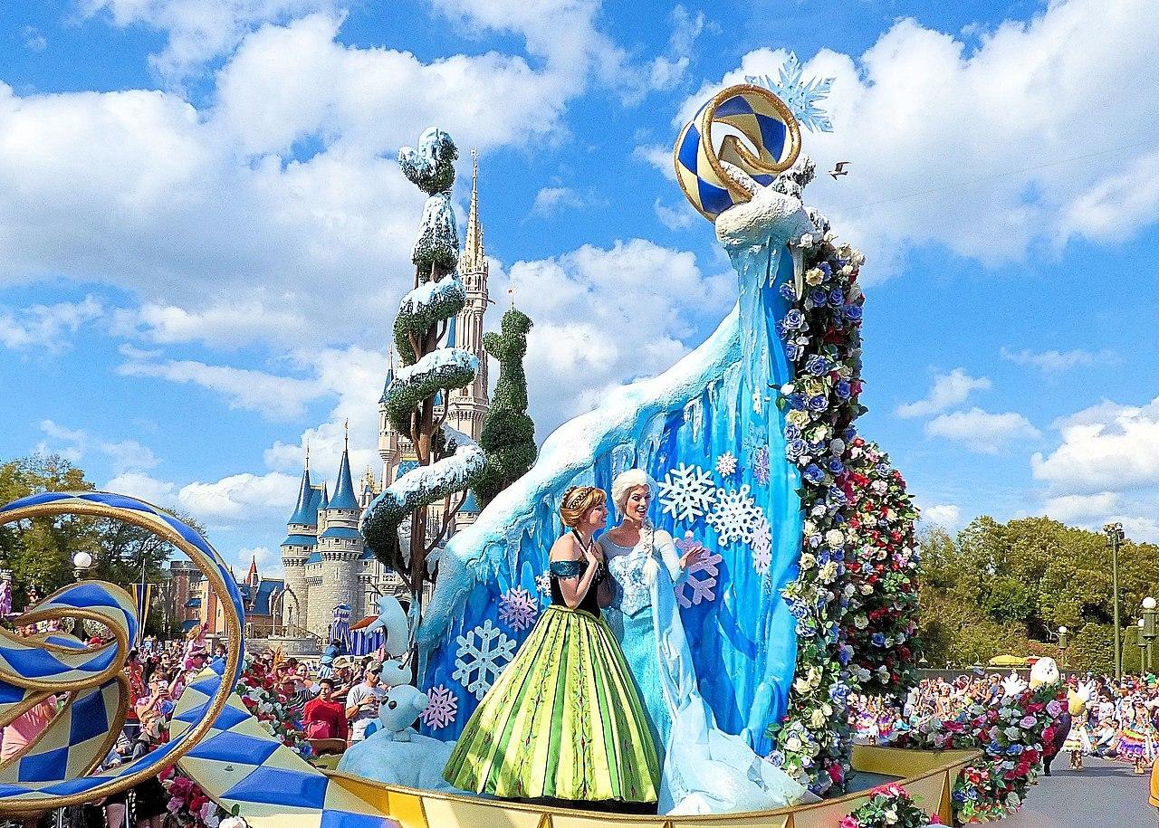 Princess Garden, Festival of Fantasy Parade (15985885363).jpg
