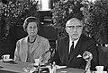 Professor Samkalden en zijn echtgenote tijdens de persconferentie, Bestanddeelnr 920-4576.jpg
