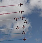 Red Arrows - formation 2 (3735808476).jpg