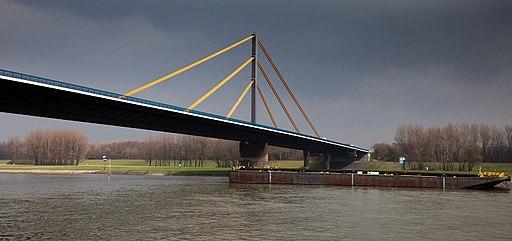 Rheinbrücke Neuenkamp