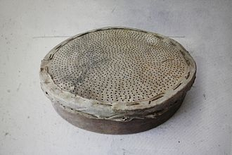 Riddle drum - A riddle sieve, which may be played as a drum