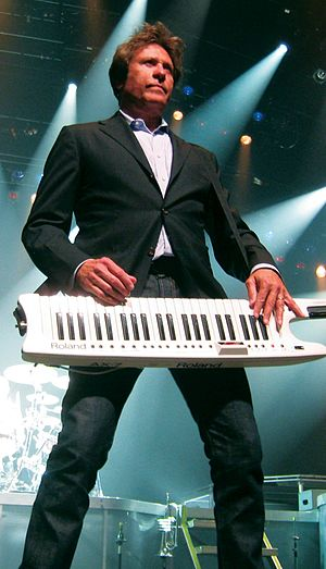 Robert Lamm - Robert Lamm, singing with a keytar, 2013