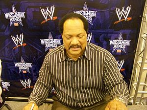 Ron Simmons - Ron Simmons at the WrestleMania Axxess in 2009