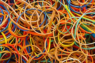 http://upload.wikimedia.org/wikipedia/commons/thumb/9/91/Rubber_bands_-_Colors_-_Studio_photo_2011.jpg/320px-Rubber_bands_-_Colors_-_Studio_photo_2011.jpg