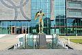 Rzeźba Ikaro Alato Igora Mitoraja Centrum Olimpijskie.JPG