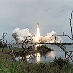 STS-69 (29308840461).jpg
