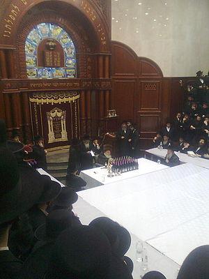 Sadigura (Hasidic dynasty) - The fifth Sadigura Rebbe, Rabbi Avrohom Yaakov Friedman, conducts a tish in his beis medrash in Bnei Brak.