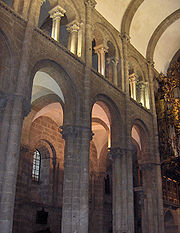 Santiago de Compostela has large columns constructed of drums, with attached shafts. pic G.Jansoone.