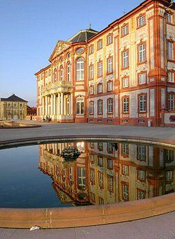 Schloss Bruchsal mit Spiegelbild