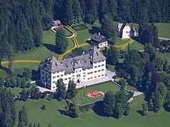 Schloss bluenbach.jpg
