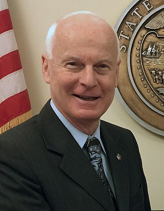 Dennis Richardson (politician) - Image: Secretary Richardson and Ashish Puri (34450141971) (cropped)