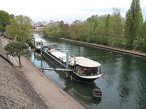 Seine river at Levallois.jpg