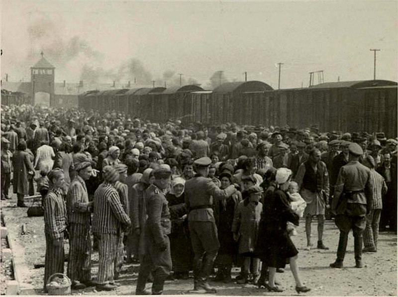 Selección de pasajeros en el campo de concentración de Auschwitz en 1944 donde Josef Mengele decidía el destino de los prisioneros