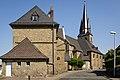 Sinn - Gebäudekomplex Neue Evangelische Kirche und Schule.jpg