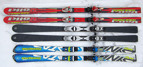 Bottom: 2013 FIS legal slalom race skis, top: giant slalom race skis from 2006 Skis carving race cross slalom 02.jpg