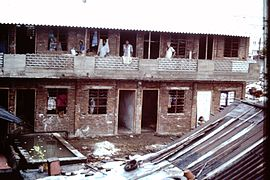 Slums-of-Mumbai-1979-two-storey-building-IHS-87-08.jpeg