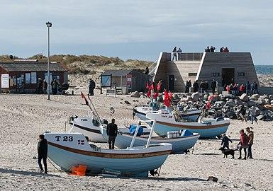 Small boats and observation deck at Nørre Vorupør.jpg