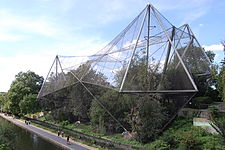 Snowdon Aviary at London Zoo, England-16Aug2009.jpg