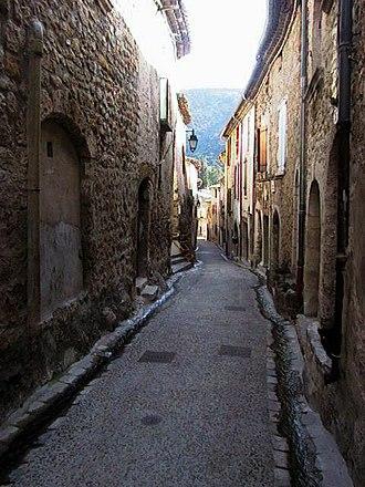 Saint-Guilhem-le-Désert - Image: St Guilhem 4