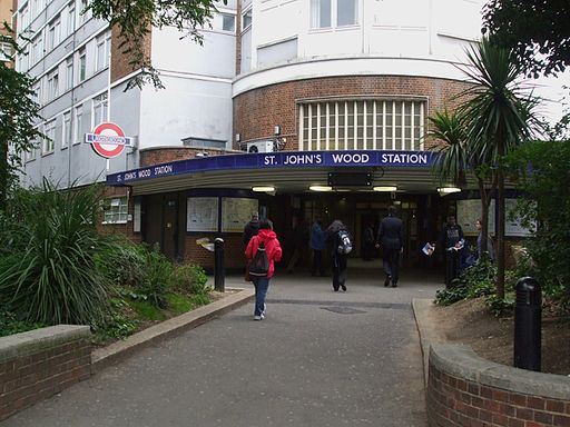 St Johns Wood stn entrance