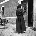 """Stara obleka """"kotla"""" in """"bluza"""" na glavi, """"fečou"""" od matere Ivane Škerjanc, roj. 1869, Ritomeče 12. Na sliki hči Frančiška Poles 1955.jpg"""