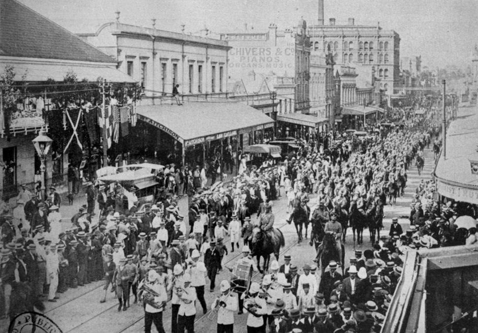 StateLibQld 2 93580 Parade of troops in Queen Street, Brisbane, March, 1900