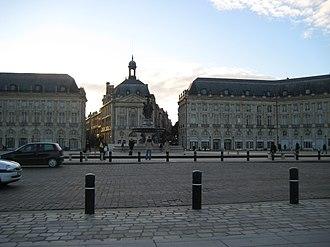 Station Place de la Bourse (Tram de Bordeaux) - Station Place de la Bourse with minimalist style to blend in
