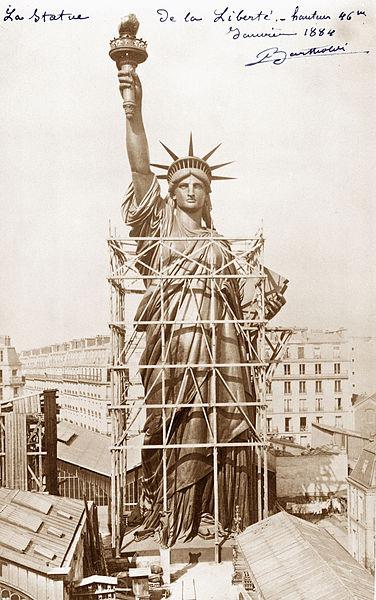 File:Statue de la Liberté, en construction.jpg