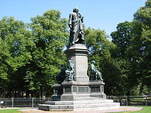 Humlegården - Statue of Carl von Linné by Johannes Kjellberg, erected in 1885