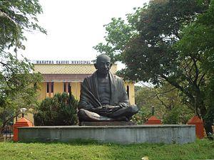 Aluva - Gandhi statue