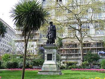 English: Statue of William Tyndale, Victoria E...