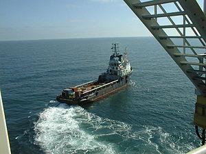 Nederlands: Supplyboot bij platform K6P, eigen...