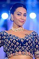 Swara Bhaskar walks the ramp at The Wedding Junction Festive Show (06) (cropped).jpg