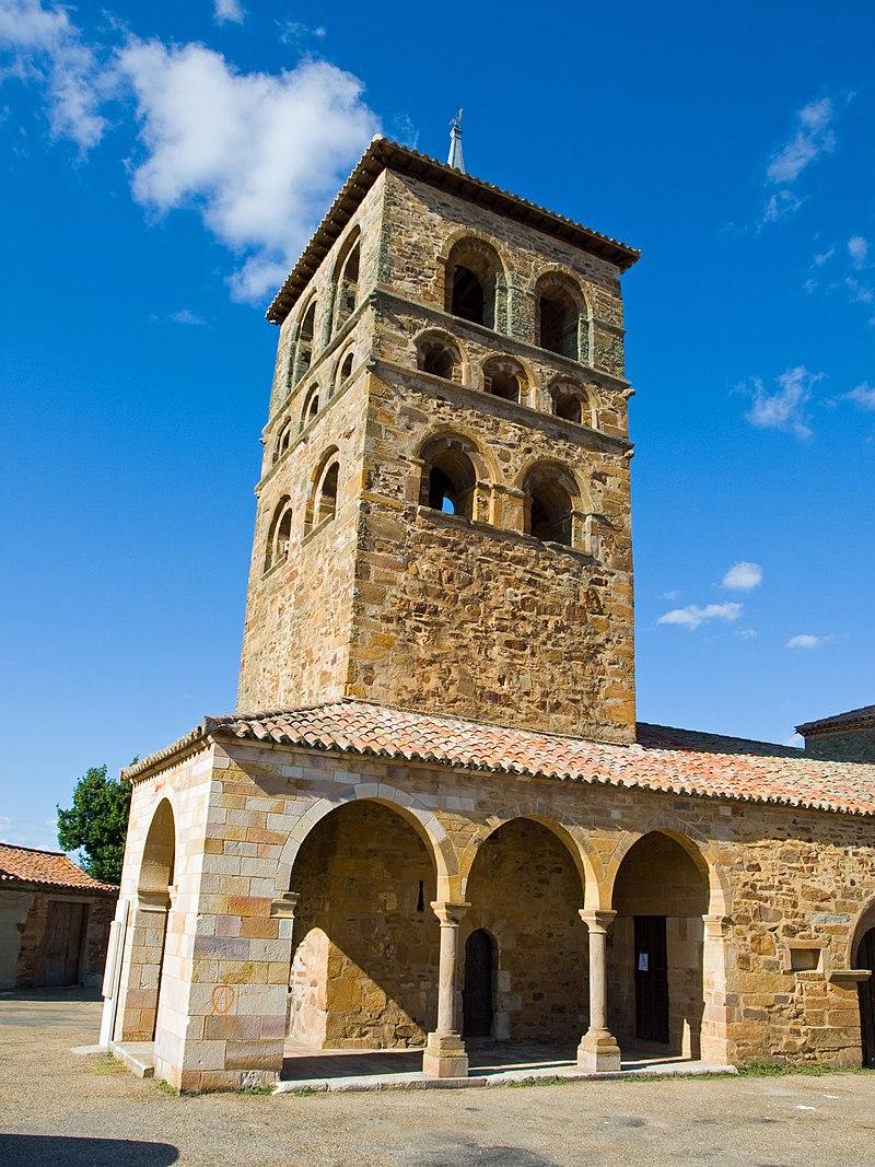 Iglesia Parroquial de Santa María, del siglo XII.