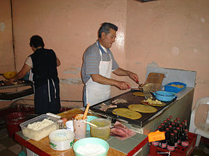 Huarache (food) - Preparing huaraches