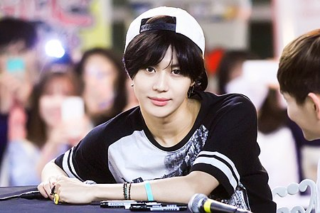 Taemin at a fansign in Ilsan on June 2, 2015 02.jpg