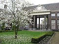 Teylers Hofje, entrance from inside.jpg