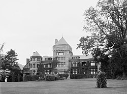 The Mansion at Yaddo (ca. 1905) (cropped).jpg
