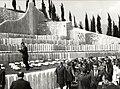 Tito u obilasku Partizanskog groblja u Mostaru.jpg