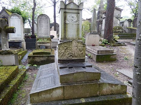 Tombe de Georges Huchet comte de La Bedoyere (division 16).jpg
