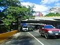 Transporte de agua hacia la Avenida Nueva Granada, Caracas, Venezuela02.jpg
