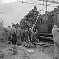 Treinramp militaire trein nabij Oldebroek. Behalve de locomotief onspoorde alle , Bestanddeelnr 907-1235.jpg