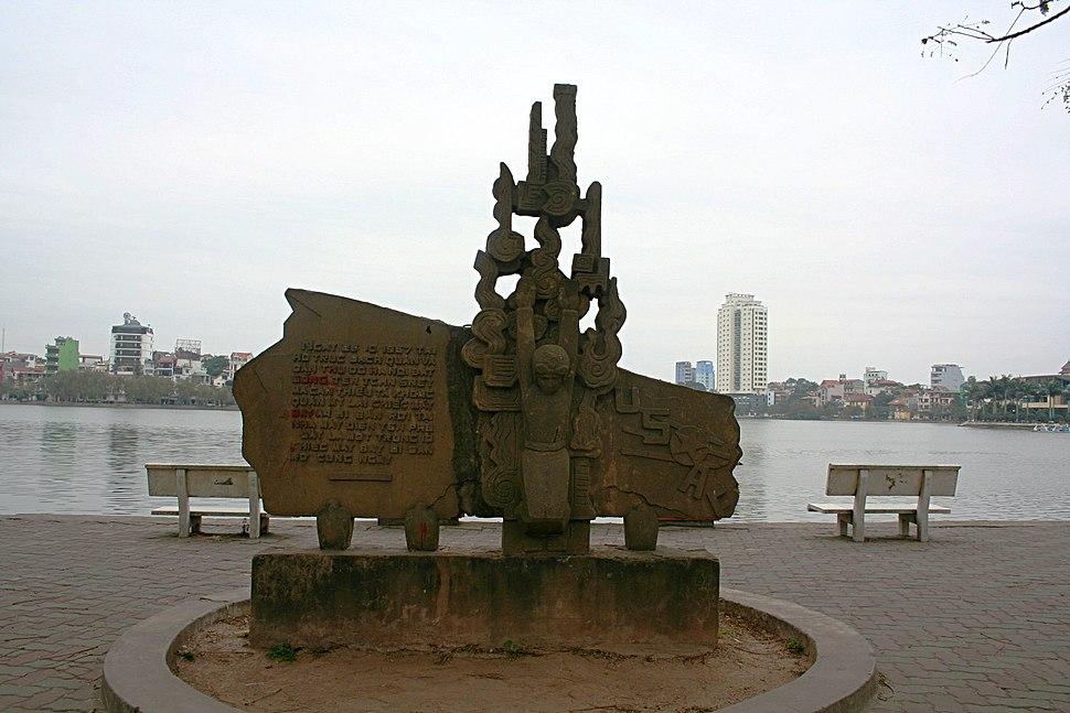 Truc bach lake mccain memorial hanoi 2007 01