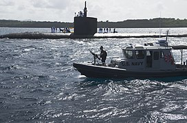 USS Topeka (SSN 754) returns to homeport. (49249538082).jpg