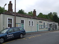Upper Warlingham stn building.JPG